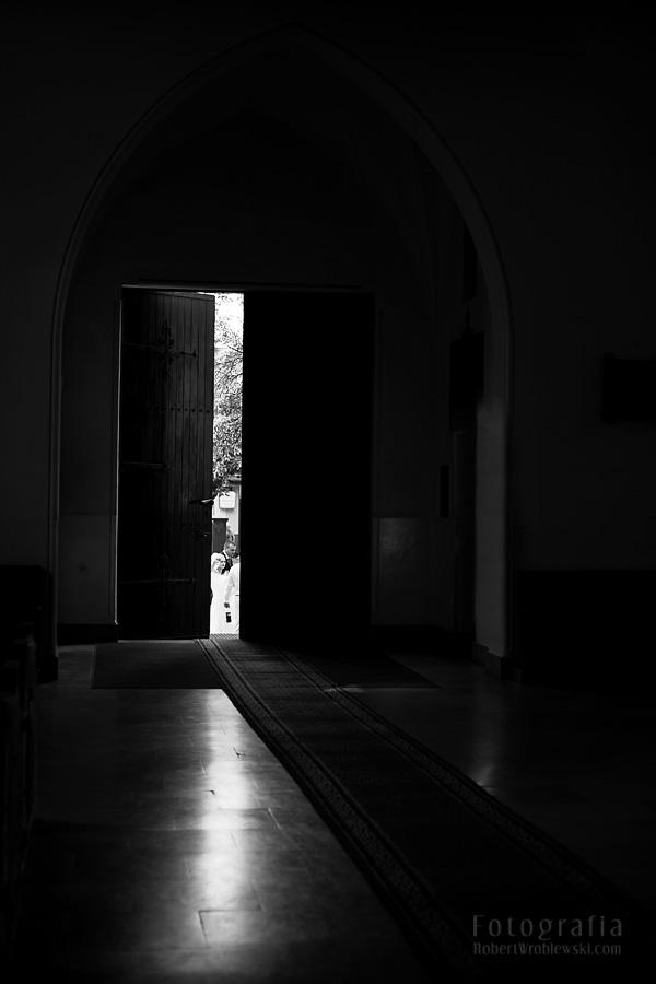 Fotograf Pruszkow - spojrzenie przez uchylone drzwi